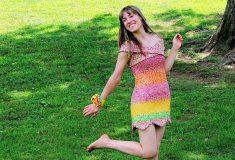Женщина создала платье из фантиков от подаренных ей конфет. Все эти конфеты ей подарил один парень