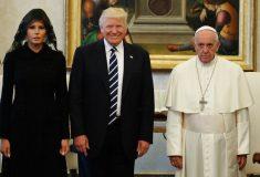 Мрачный Папа Римский на встрече с Трампом стал мемом. Меланья с Иванкой тоже