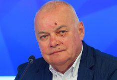«Словил маслину». Дмитрий Киселёв появился с ссадинами на лице, и комментаторы спорят о причинах