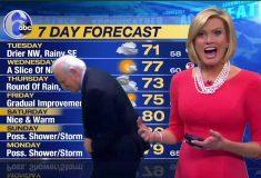 Ведущая прогноза погоды потеряла серёжку в прямом эфире, и её коллега не растерялся