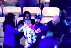 «Кого-то сегодня ждёт диван». Бейсбольный фанат с ребёнком в руке поймал мяч, но все уверены, что он поплатится за это
