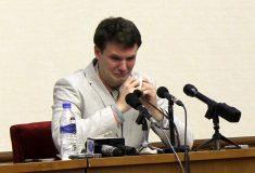 «Он снова будет дома». Как американец был осуждён в Северной Корее за кражу плаката и вернулся домой в коме