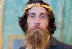 Из кофейни на подиум. Как двухметровый бородач из Австралии стал моделью Gucci