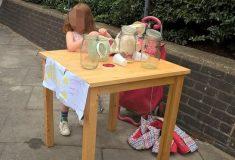 Пятилетней девочке выписали штраф на 150 фунтов стерлингов за незаконную продажу лимонада