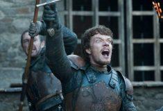 Джорах умрёт, а Теон полетает на драконе. Актёры «Игры престолов» в шутку спросили игрушку о судьбах героев