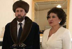 «Дали кумыса, не показали туалет». Интернет гадает, почему у Кейджа потерянное лицо на фото из Казахстана