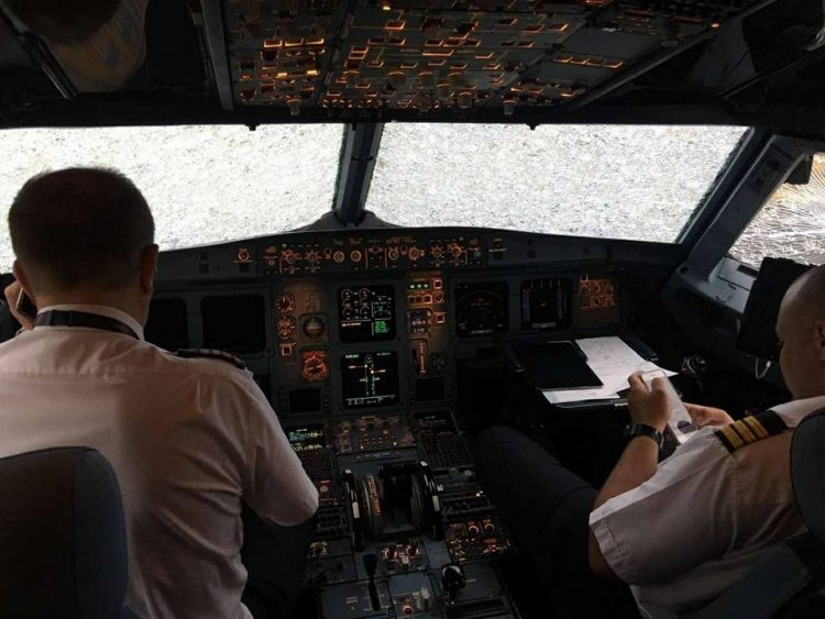Украинский пилот вслепую совершил посадку ваэропорту Стамбула