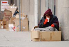 Бариста Costa Coffee отказался продать покупателю еду для бездомного, и кафе пришлось перед всеми объясняться