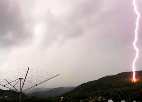 Молния разнесла террасу дома вНорвегии