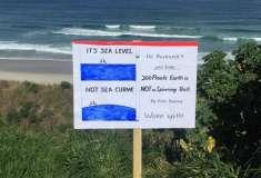 Сторонники плоской Земли оставили неоспоримое доказательство на пляже. Но нарвались на интернет-троллей