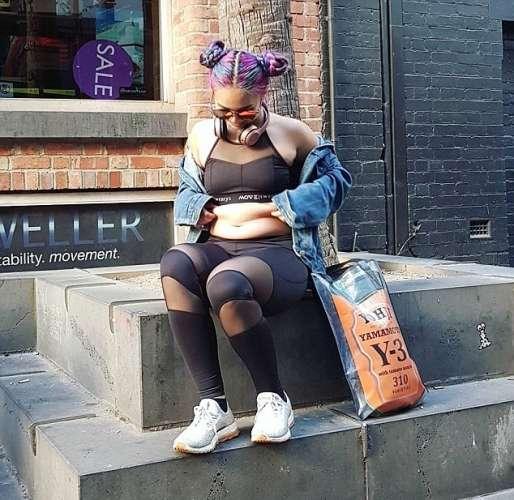 Девушка проиграла свою одежду — photo 9