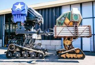 Роботы из США и Японии устроили битву, используя пулемёт и цепную пилу (и нет, нам совсем не страшно)
