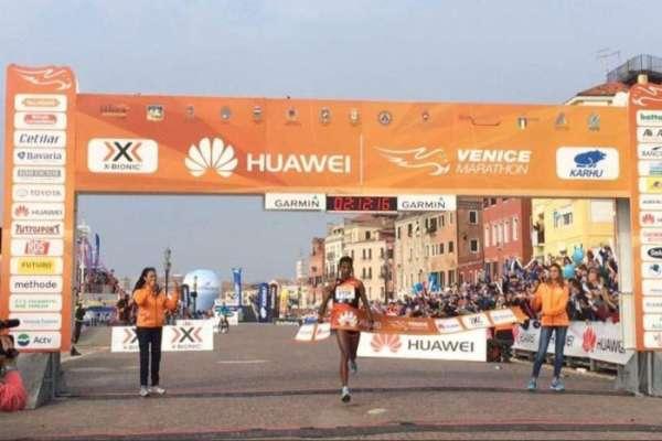 Итальянец Фаниэль одержал победу Венецианский марафон, так как лидеры гонки побежали нетуда