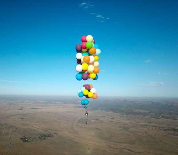 Англичанин совершил вАфрике полет навоздушных шариках