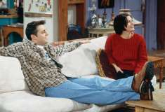 Фанаты «Друзей» придумали теорию, почему Джоуи много ест и спит, а у Моники вечно нет денег. И это грустно