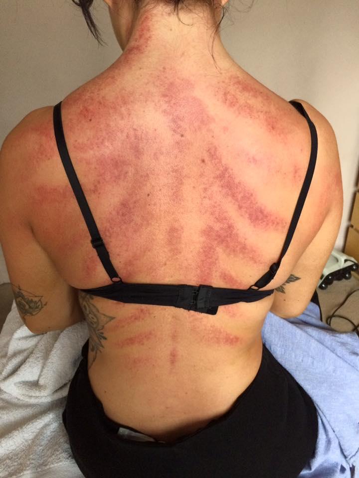Парень девушке массаж спины эротический массаж екатеринбург отзыв