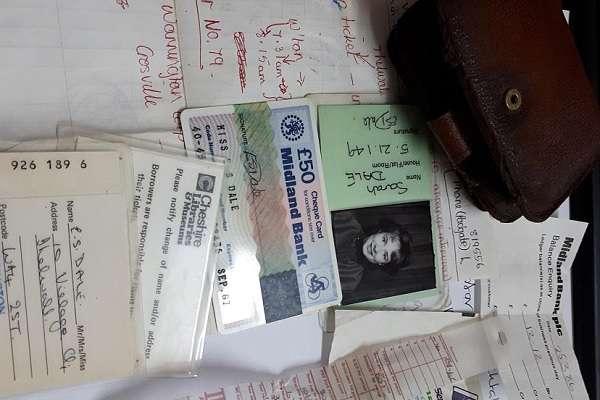 Владельцы ночного клуба решили вернуть кошелек девушке, потерянный 30 лет назад