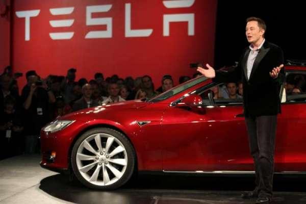 Нетолько лишь грузовой автомобиль: Tesla показала новый Roadster