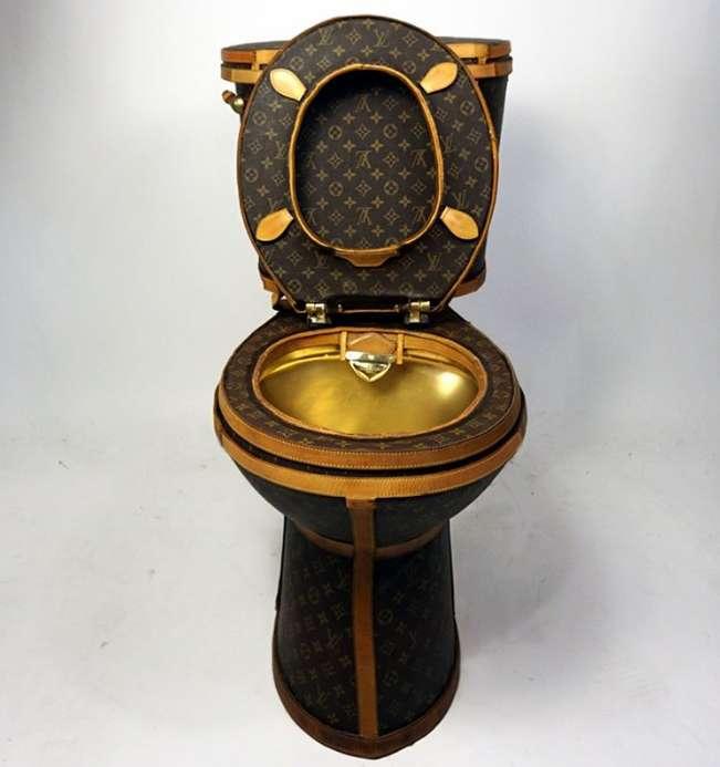 6f738756d234 Оригинал Мне было любопытно, как купленные на 15 тысяч долларов сумочки Louis  Vuitton выглядели бы в виде работающего унитаза. Поэтому я создала вот это.