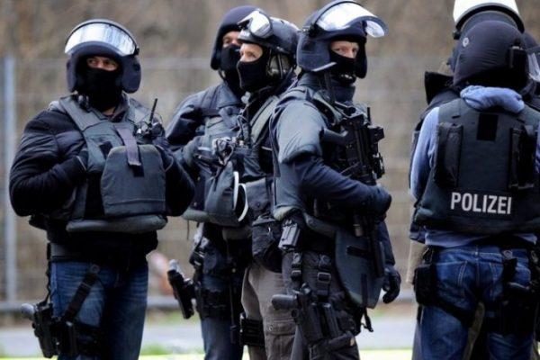 Полицейские Франкфурта-на-Майне взорвали коробку сподарками для бездомных