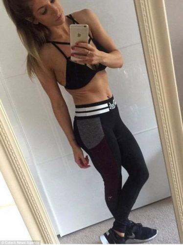 Британка решила поднять рекордный вес в спортзале. Спустя несколько часов её руки увеличились в несколько раз