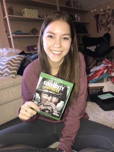 Девушка подарила своему парню игру для Xbox, но заставила подписать договор. Чтобы не заигрывался