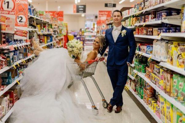 Невеста сняла одежду видео онлайн, скрытая мини камера под столом онлайн