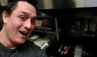 Голод и дерзость заставили парня самого приготовить еду на кухне в кафе, где все работники уснули