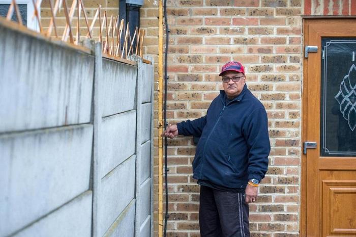 Британская семья может лишиться дома из-за передвинутого забора. Причём забор сдвинули в их же сторону