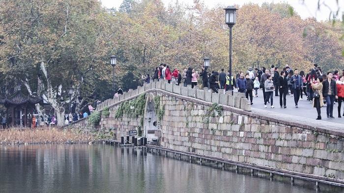 bridge Родители потерянной девочки приходили каждый год на мост в надежде увидеть ее