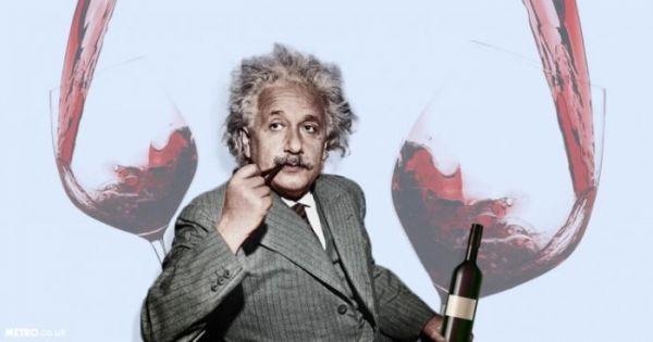 Новогодняя наука. Люди с более развитым интеллектом чаще пьют алкоголь, и причина — эволюция