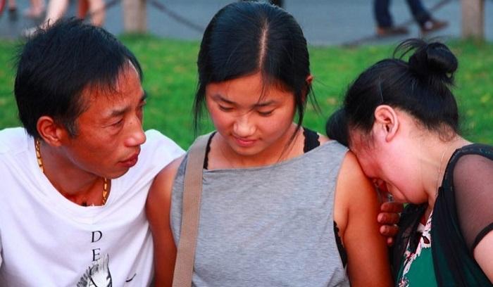family-portrait Родители потерянной девочки приходили каждый год на мост в надежде увидеть ее