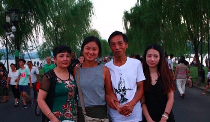 happysad Родители потерянной девочки приходили каждый год на мост в надежде увидеть ее