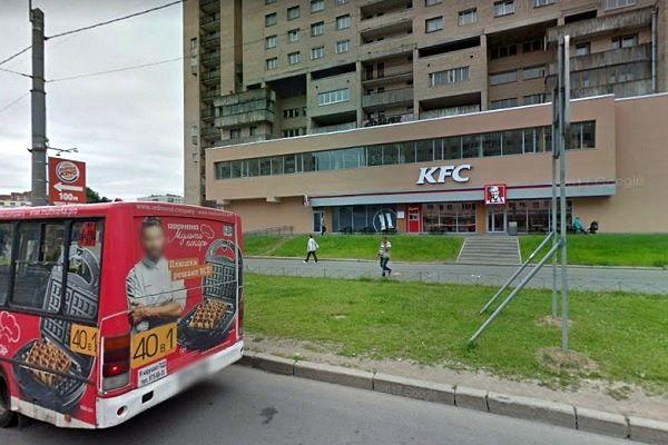 ВПетербурге сотрудница KFC выкинула еду, пожертвованную бездомному