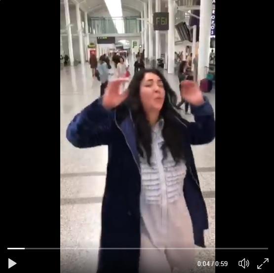 Лолиту сочли сумасшедшей после танцев ваэропорту
