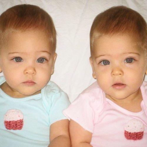 «Красота ипопулярность»: названы самые красивые близняшки вмире