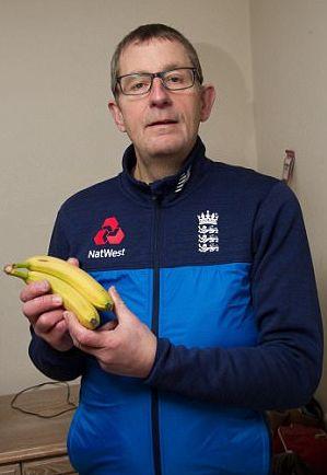Британец купил бананы и обнаружил в них живой сюрприз. Теперь фрукты в магазинах хочется брать в перчатках