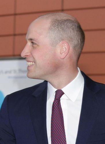 Принц Уильям подстригся наголо из-за троллинга брата Гарри. Но подданные узнали цену стрижки и негодуют