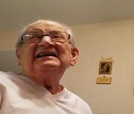«Я скоро стану, твою мать, стариком!» Забывчивый дедушка вспоминает, что ему 98 лет, и его реакцию надо видеть