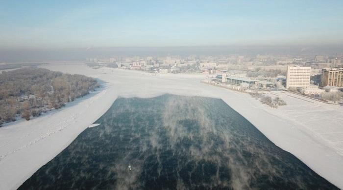 Что творится на «Днище». Житель Омска создал сайт, следящий за аномальной полыньёй посреди Иртыша