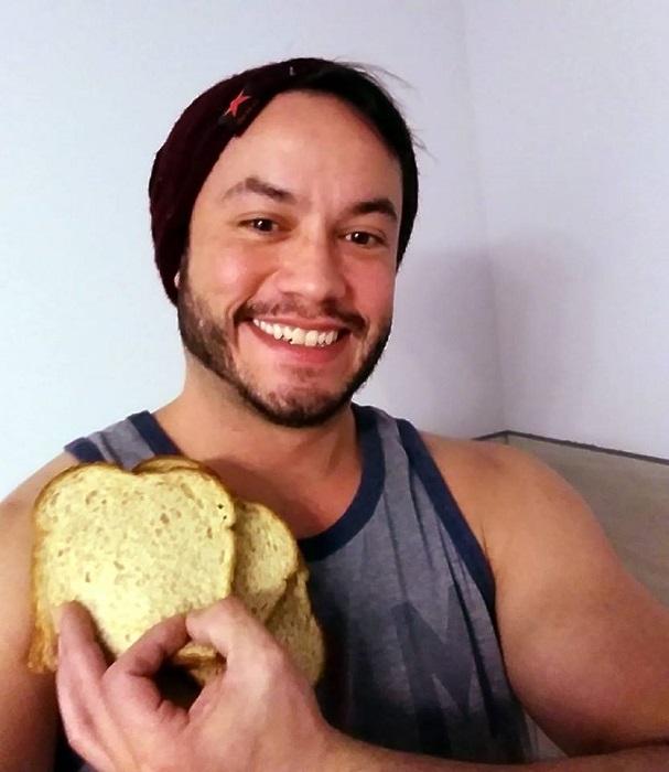 Парень убедил незнакомца сделать из нашей планеты бутерброд. Ммм, Земля!