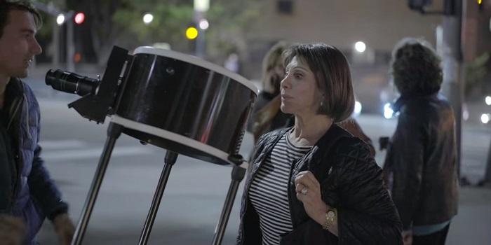 Астроном-любитель дал людям на улице посмотреть в телескоп. И понял, как все они похожи