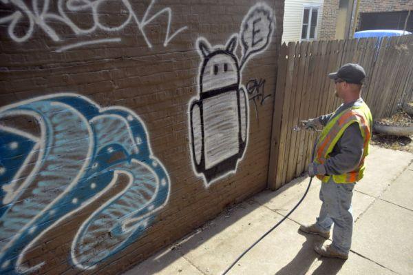 В Чикаго случайно закрасили уникальное граффити из частной коллекции. А всё, чтобы понравиться Amazon