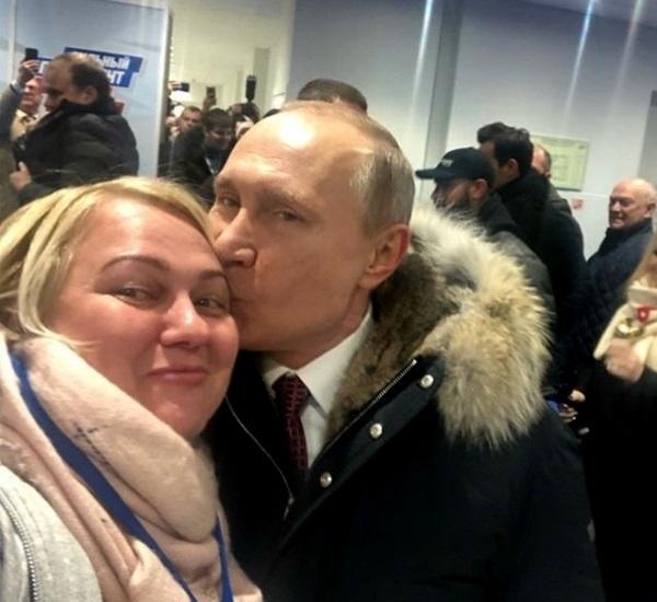 Кто та женщина, которую Путин поцеловал в Лужниках. Главное о Ларисе Сергухиной и её семье