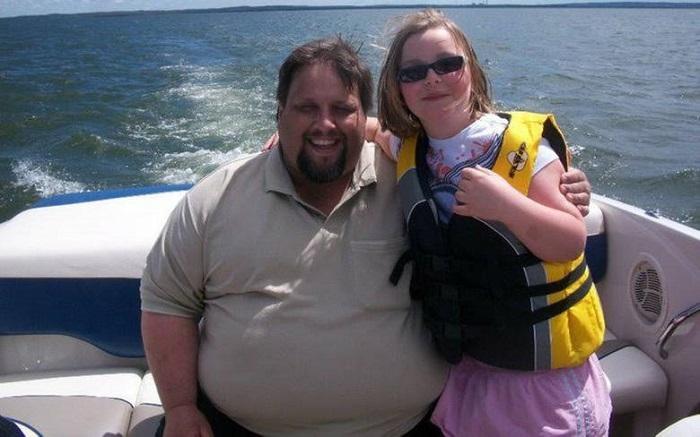 Мужчина похудел вдвое, когда из-за него в самолёт не уместились люди. Ему помог страх за чужие жизни