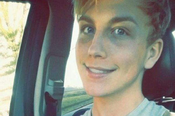 Парень становится девушкой транссексуал