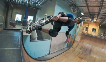 Тони Хоук отпраздновал юбилей: 50 трюков в честь 50 лет. Легендарному скейтеру рано идти на пенсию