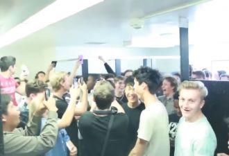 Подростки из США собираются в школьных туалетах, чтобы петь тему из игры Halo. Да, это новый флешмоб!