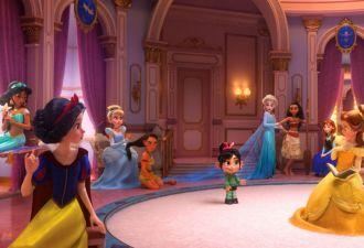 Диснеевских принцесс собрали в одном кадре нового мультфильма. Но кое-кого зрители недосчитались