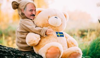 Как мишки батьку забороли. Лукашенко пришлось простить Швеции вторжение плюшевых игрушек
